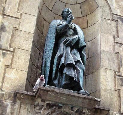 Епископ Ирурита - памятники и скульптуры Барселоны