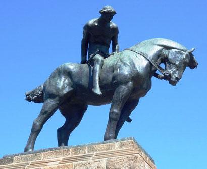 Святой Георгий - скульптура Жозепа (Хосепа) Льимоны на Монжуике