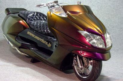 カスタムペイントバイク、カメレオン塗装したヤマハマグザム