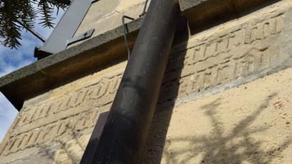 Bauinschrift an der Kirche St. Michael. Bild: © Inschriftenprojekt Ammertal.