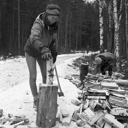 Ich beim Holzhacken