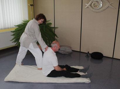 Beweglichkeit verbessern. Geistge und körperliche Balance.