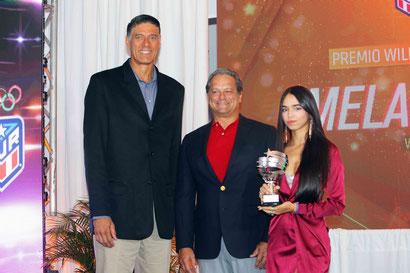 Melanie Díaz recibió el premio William Miranda Marín. (Ángel Vázquez COPUR)