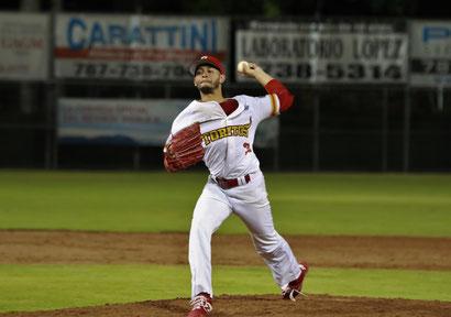 José Carlos Burgos no dio paso a hits frente a los Titanes (foto por Aldwin Santiago)