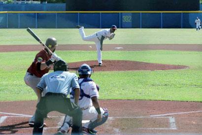El no-hitter combinado para Manatí fue roto por Michael Gettys quien en la séptima entrada la sacó hacia el jardín central marcando la única carrera para la tribu. / Foto suministrada por Elvin J. Feliciano