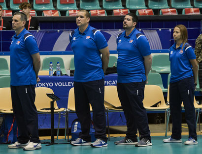 Según Mieles, primero de izquierda a derecha en la foto, El equipo viene muy motivado / Foto por FIVB.ORG