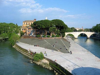 Отстровок Тиберина в Риме, фото