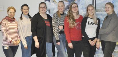 Dorothea Hentschel (links) mit den Studentinnen