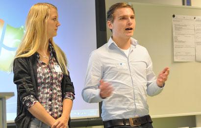 Kaylee van Driel und Ricardo Wolters erläuterten, wie sie zusätzlich zu einem niederländischen einen deutschen Abschluss in ihrer Ausbildung erreichten.