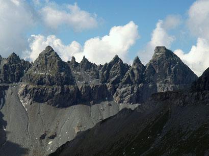 Tschingelhörner mit der messerscharfen Trennlinie der Gesteinsschichten