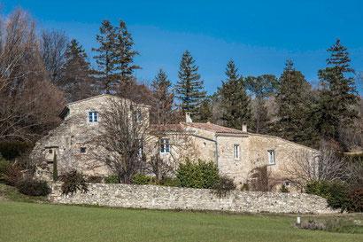 Le prieuré était constitué de la partie gauche des bâtiments actuels