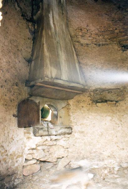 Le four et la cheminée d'évacuation des fumées du moulin de l'Espinelle à Saint-Papoul. Crédit photo : Pierre Mercié