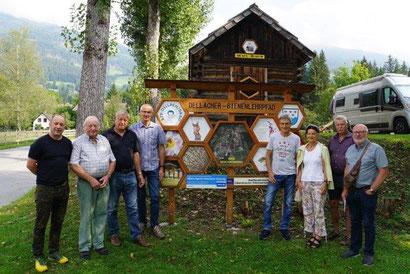 Forscherbesuch am Dellacher Bienenlehrpfad v.r.n.l: Dewindt, Gartner, Miklautsch, Smoley, Lindner, Ortner, Kopetzky und Gstinig.
