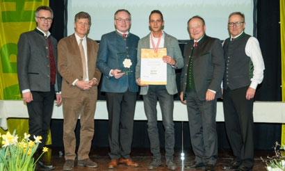 """Johannes Suntinger wurde auf der Messe """"Ab Hof"""" mit der """"Goldenen Honigwabe"""" ausgezeichnet"""