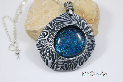 Mittealterschmuck mit blauem Stein