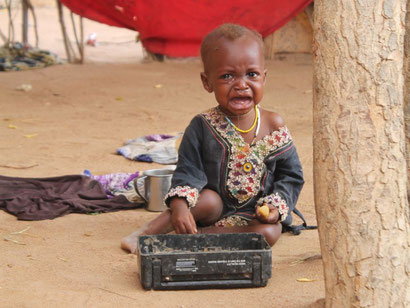 Weinendes Kind im Flüchtlingslager Dadaab, Kenia