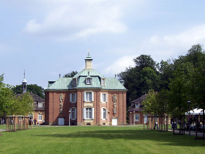 Jagdschloss Clemenswerth, Schloss, Sögel, Spahnharrenstätte, Schlosskapelle, Sehenswürdigkeit, Waldparkanlage, Park, Spaziergang