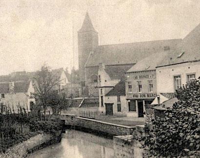 Vue de l'Eglise et d'un coin du centre du village d'Arquennes vers 1912