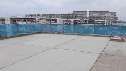 さいたま市の集合住宅、屋上防水工事、下地調整の様子