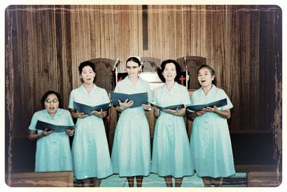 1977年7月、石屋川ルーテル教会にて。この時にシスターの働きが発足し、それを記念した礼拝での一コマ。左から、シスター建雅子、シスター廣谷茂子、シスター・エーデルトラウド・ケスラー、シスター鎌田クニ子、シスター松平まさ