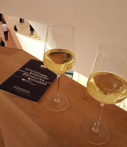 """Wein an der Harbour Bar im 12. Obergeschoss der Elbphilharmonie """"Elphi"""" in Hamburg"""