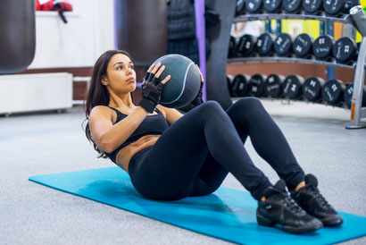 ab workout medicine ball twist