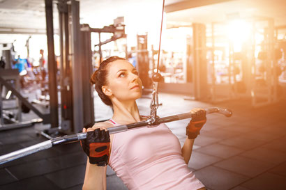 back exercises lat pulldown close grip front
