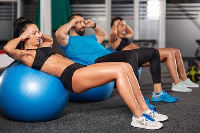 ab workout swiss ball crunch