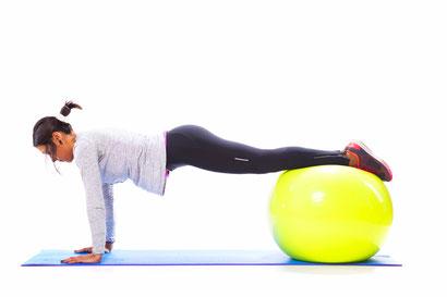 ab workout swiss ball tuck