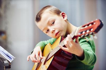 Allievo del Corso di Chitarra della Scuola di Musica Suaviter a  Roma