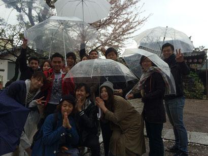 友人達と雨の花見に行ってきました
