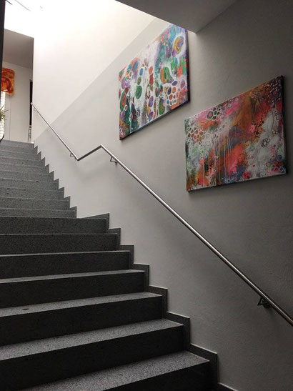 Es gibt viel zu erleben in der Naturheilpraxis Bieder, auch viel Schönes an den Wänden. Die Künstlerin: Ines Ullmann