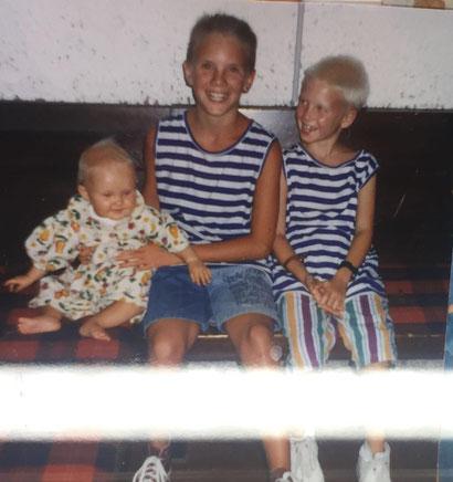 Dominik mit seinen Geschwistern Louisa und Florian – heute arbeiten sie alle eng zusammen