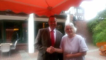 """Ein schneller """"Deal"""": Thomas Grambow + Heike Edinger kümmern sich um Begleitung zu den Wahllokalen für die Senioren"""