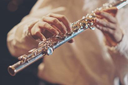 Mann nimmt Blockflötenunterricht München Schwabing