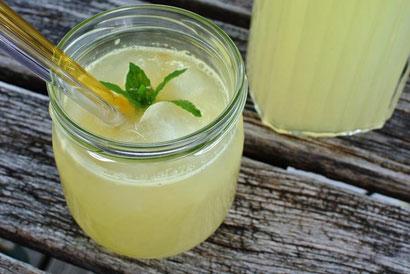 Blitzrezept für Zitronen-Limonade aus frischen Zitronen