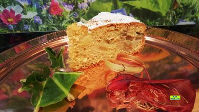 Rezeptbild: 1 Stück des selbstgebackenen Rhabarber-Apfel-Kuchens nach einem Rezept aus Dinkel-Dreams 2 von K.D. Michaelis