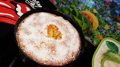 Farbbild zur Rezeptvorschau auf ein Backrezept für einen selbstgemachten Rhabarber-Apfel-Kuchen aus Dinkel-Dreams 2 von K.D. Michaelis