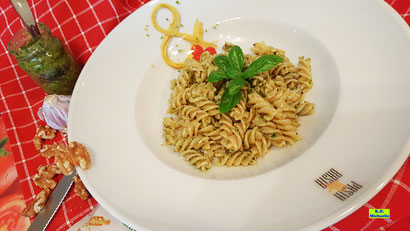 Rezeptvorschau auf Dinkel-Spirelli mit selbstgemachtem Pesto alla Genovese / Grünem Pesto / Basilikumpesto nach einem Kochrezept aus Dinkel-Dreams 2 von K.D. Michaelis