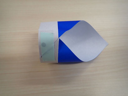 分かりやすいように色付きテープにしています