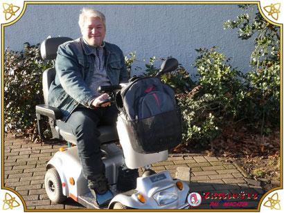 Chefredakteur Thorsten Drees auf seinem Zippelmützmobil