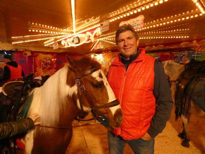 Auf dem Bild: Stefan Kaiser mit seinen Ponys