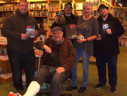 Auf dem Bild: v.l. Thomas Strack, Manfred Kindler(mit Gips), Jack Tengo, Renate Behr, Marci Machine