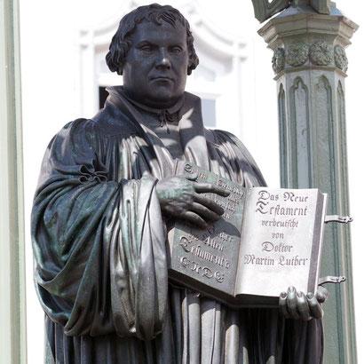 Dr. Martin Luther empfiehlt die Bibel