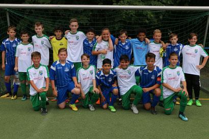 Gemeinsam Fussball spielen - toller Geist am letzten Spieltag