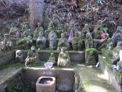 東光寺の石仏群