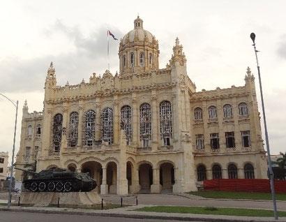 Reiseroute Kuba Mexiko Rundreise und baden - Revolutionsmuseum Havanna