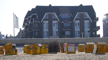 Bild: Die Residenz Meeresbrandung mit ihren Ferienwohnungen in Cuxhaven am Strand