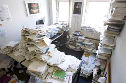 Manche Menschen sammeln Bücher, Zeitschriften, Zeitungsartikel, Notizen, ... und verlieren so den Überblick.