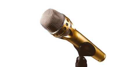 DJ mit Mikrofon buchen